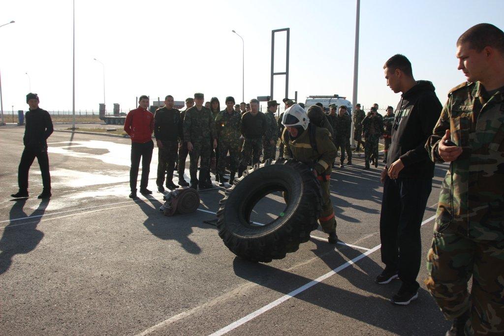 В Караганде пожарные подразделения приняли участие в соревнованиях по силовому кроссфиту, фото-1