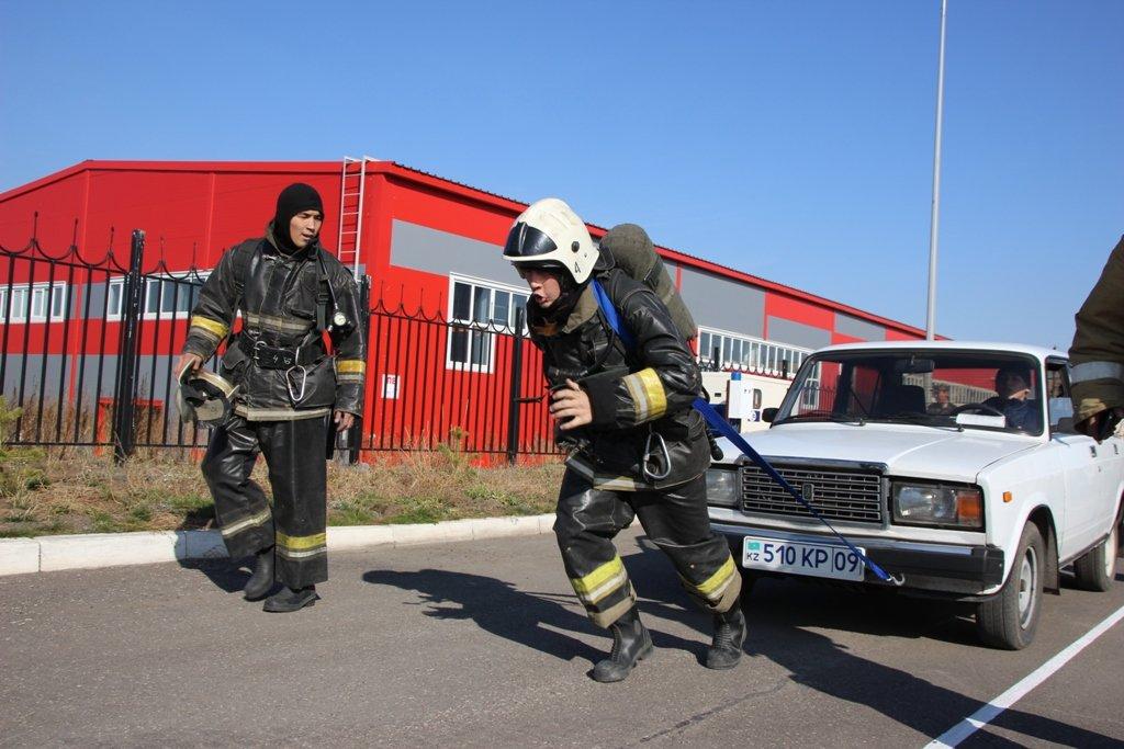 В Караганде пожарные подразделения приняли участие в соревнованиях по силовому кроссфиту, фото-4
