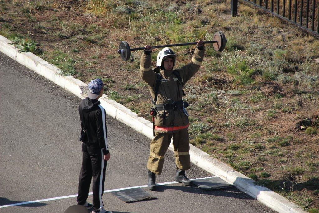В Караганде пожарные подразделения приняли участие в соревнованиях по силовому кроссфиту, фото-5