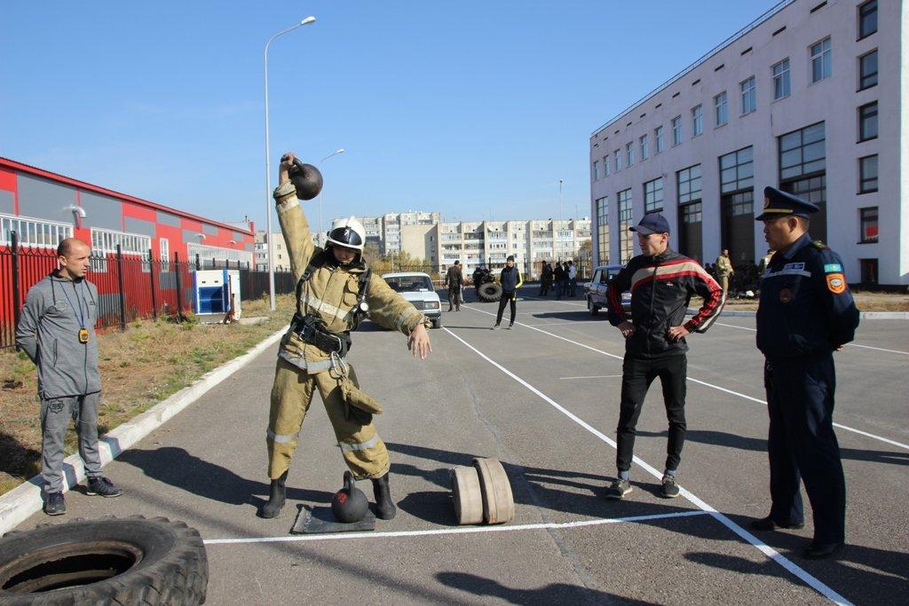 В Караганде пожарные подразделения приняли участие в соревнованиях по силовому кроссфиту, фото-8