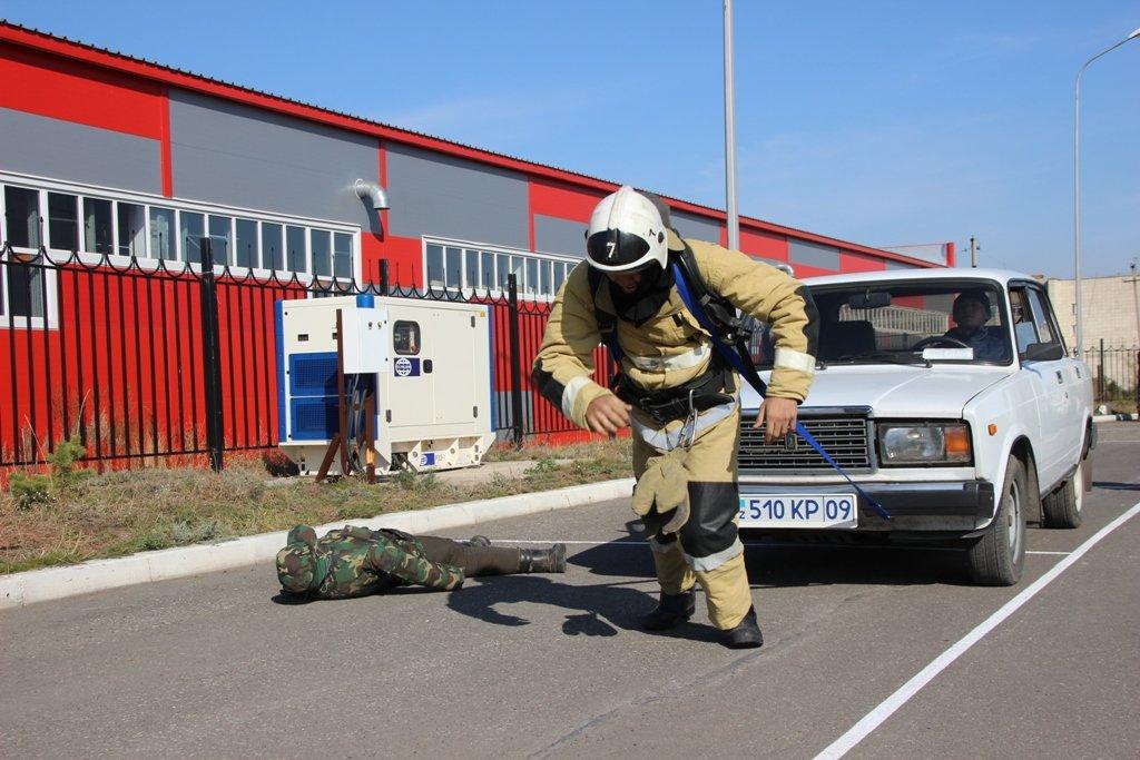 В Караганде пожарные подразделения приняли участие в соревнованиях по силовому кроссфиту, фото-9