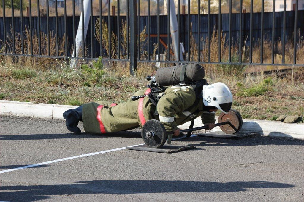 В Караганде пожарные подразделения приняли участие в соревнованиях по силовому кроссфиту, фото-10