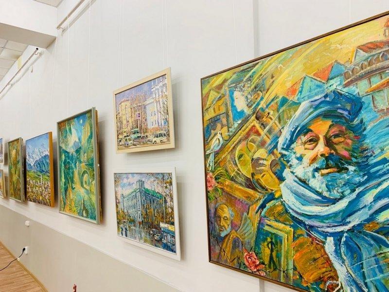 В Караганде открыта персональная выставка Олега Дроздова, фото-1