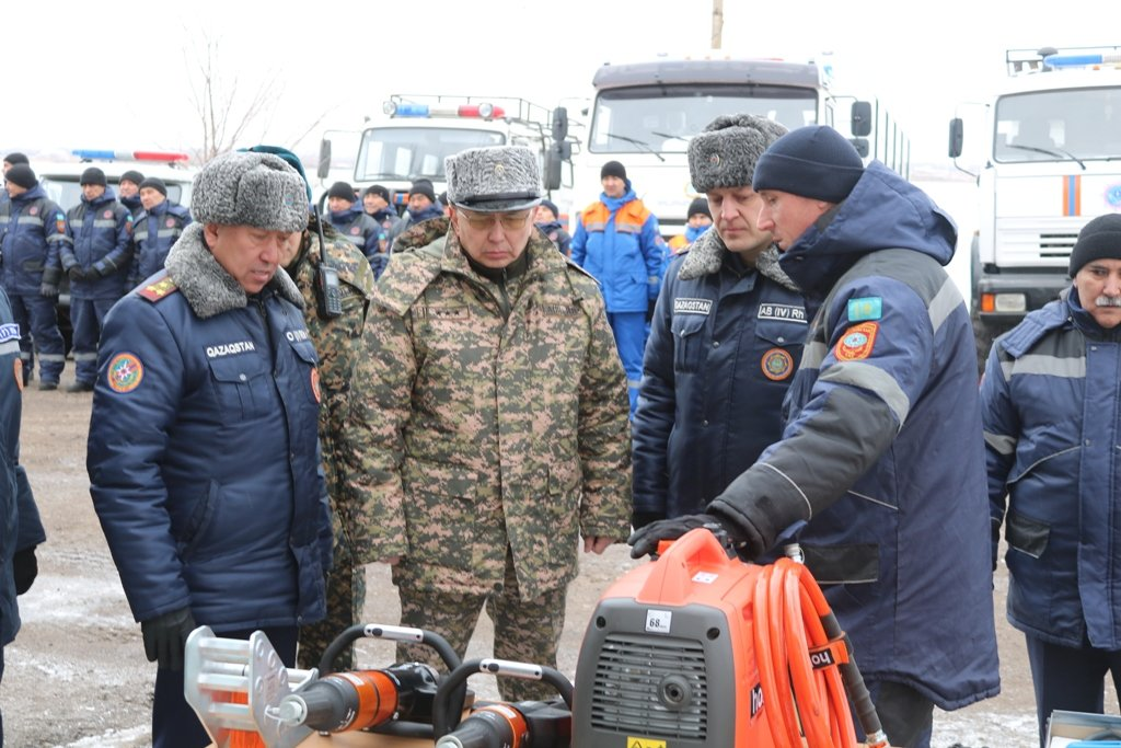 В Карагандинской области для ликвидации ЧС зимнего периода были приведены в готовность свыше 3000 человек и 1200 техники, фото-27