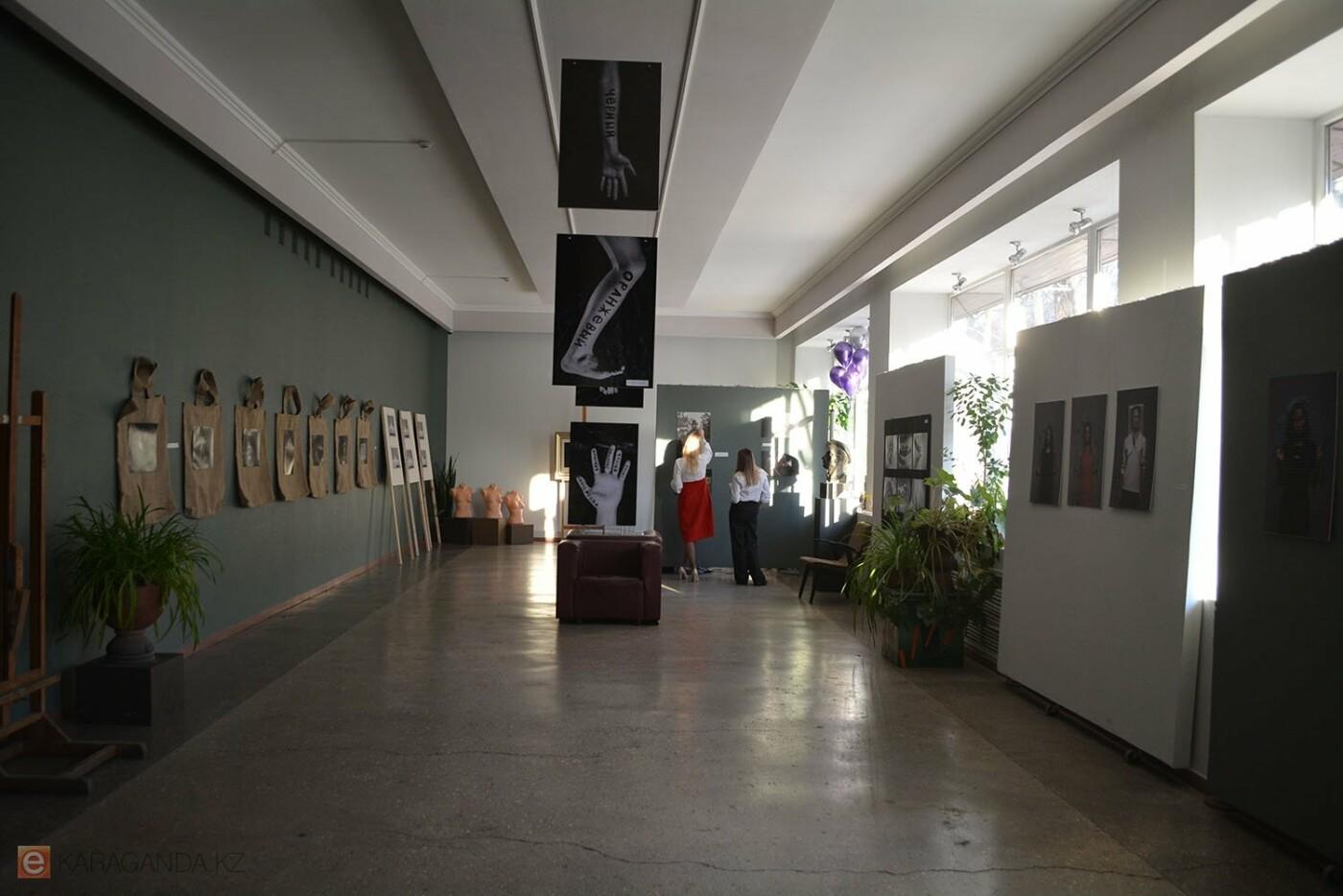 В Караганде проведена выставка «Монолог 33», фото-5