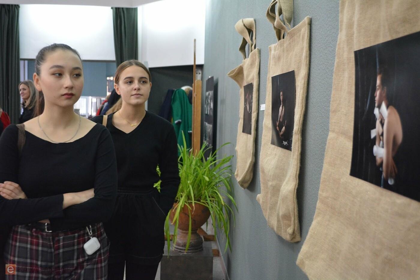 В Караганде проведена выставка «Монолог 33», фото-11