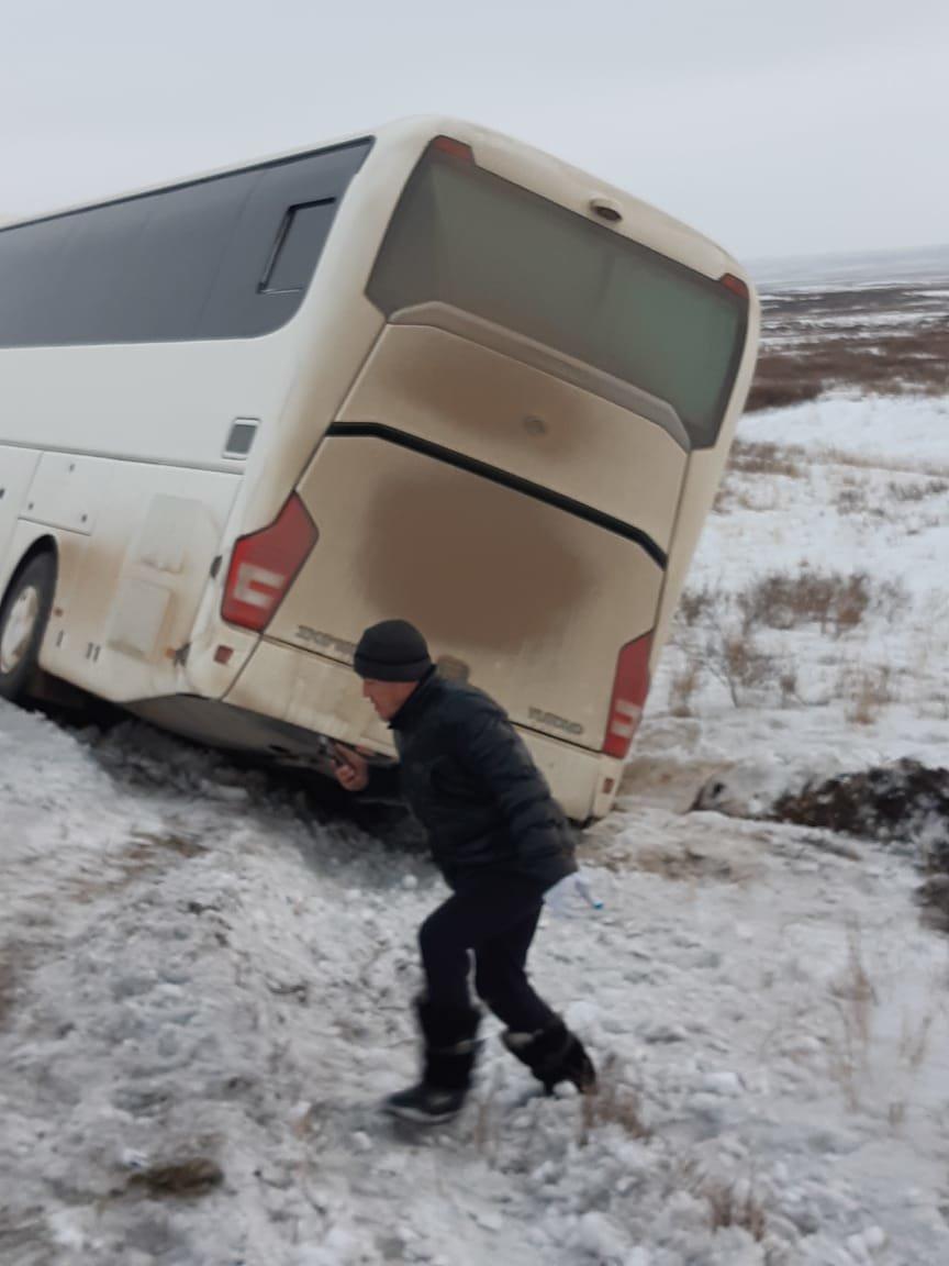 В Карагандинской области автобус с 42 пассажирами слетел в кювет (фото), фото-3