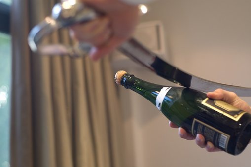 Новогодние советы: как открыть бутылку вина без штопора, фото-4