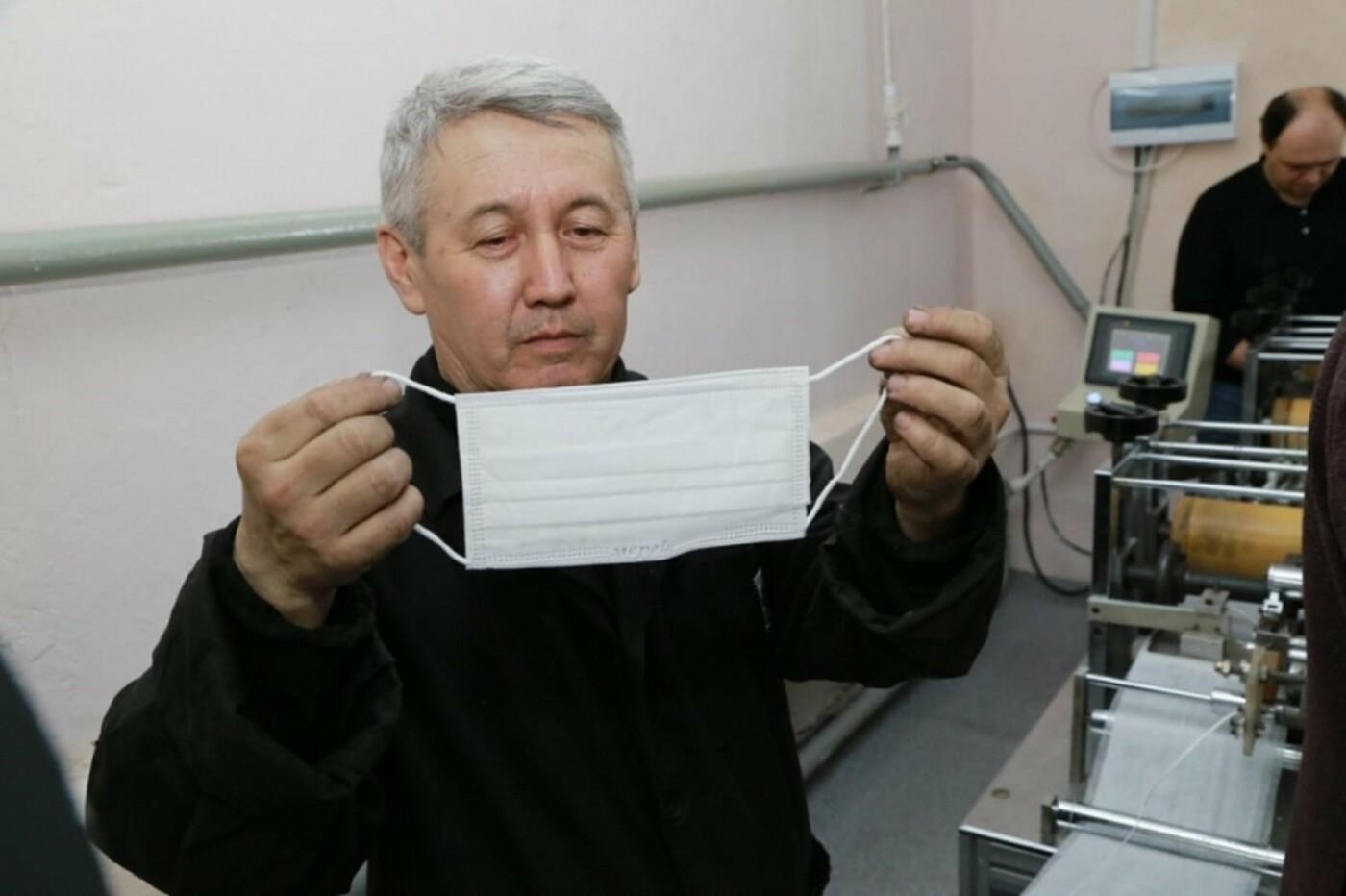 Трёхслойные медицинские маски начали выпускать в Караганде, фото-2
