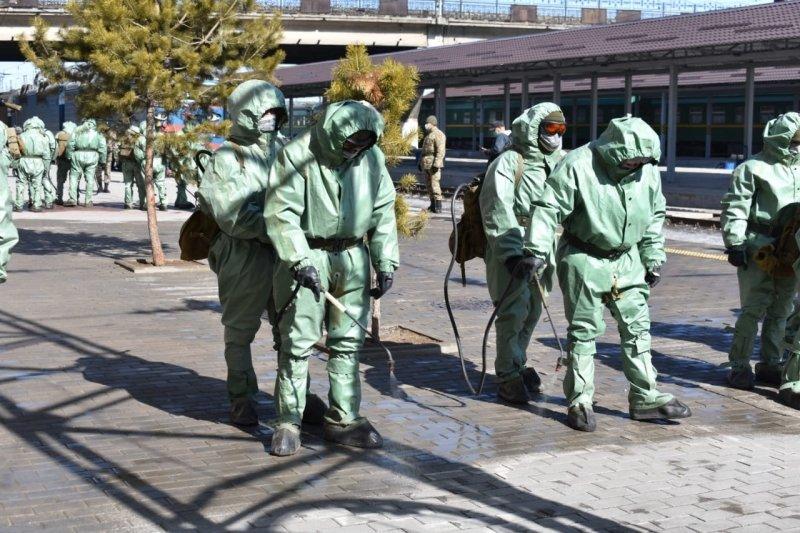 Десант из 100 военных подключился к дезинфекции объектов Караганды, фото-1