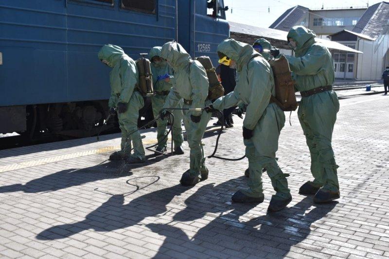 Десант из 100 военных подключился к дезинфекции объектов Караганды, фото-2