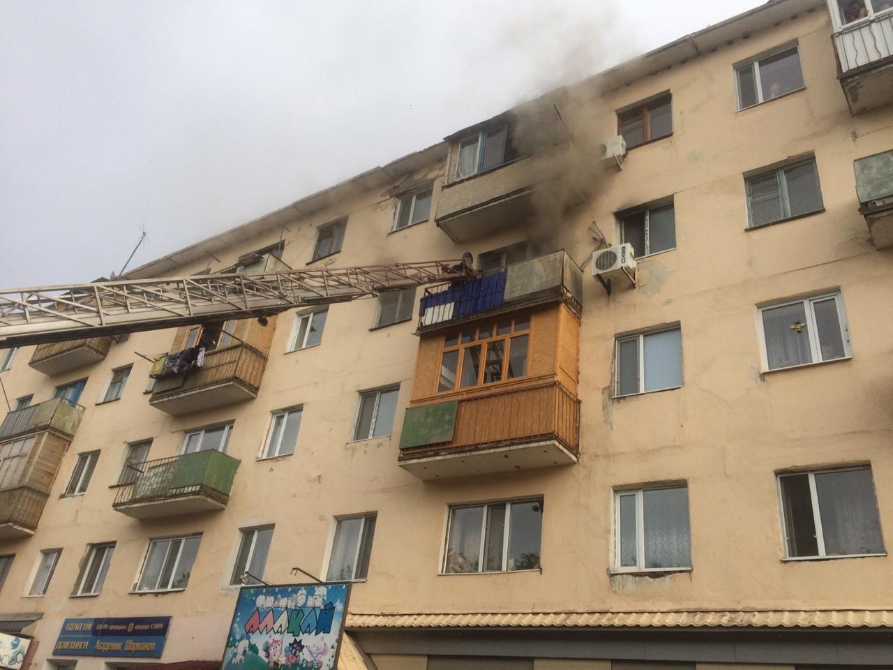 Семь человек спасли из горящей квартиры в Жезказгане, фото-3