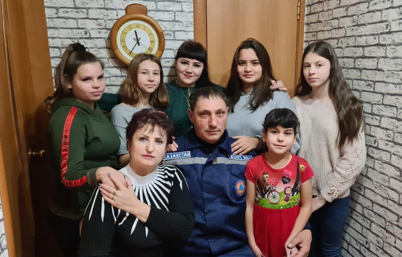 Шесть сирот взял в семью спасатель из Караганды, фото-2