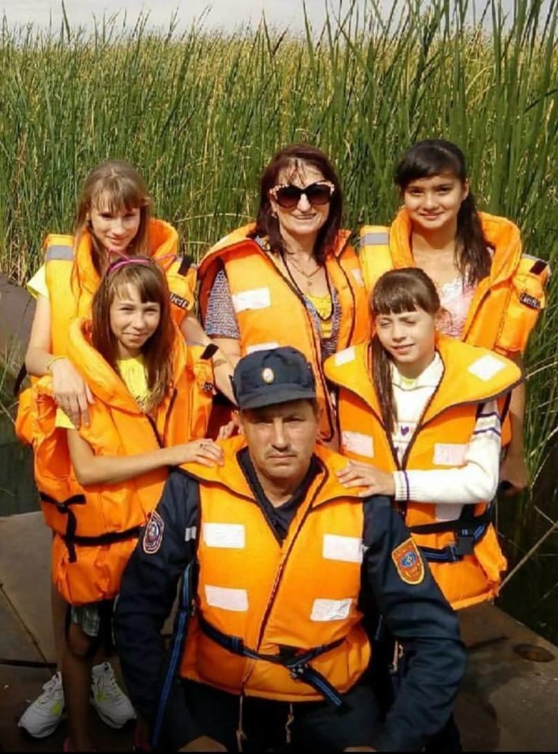Шесть сирот взял в семью спасатель из Караганды, фото-3