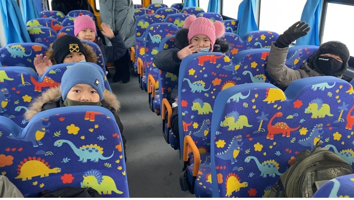 Карагандинской школе передали автобус казахстанского производства , фото-1
