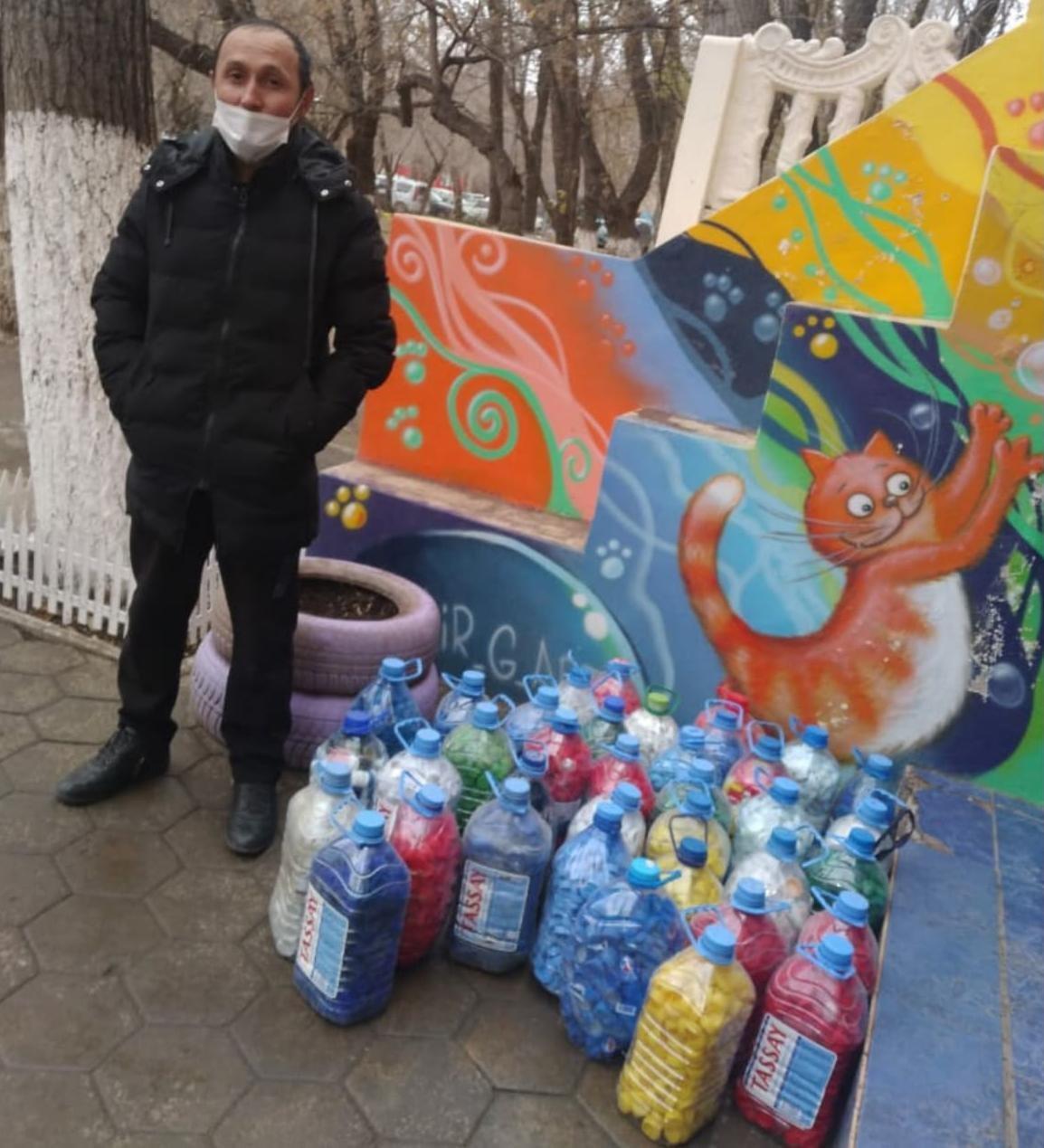 помимо крышек собирают пластиковые бутылки, фото акимата Карагандинской области