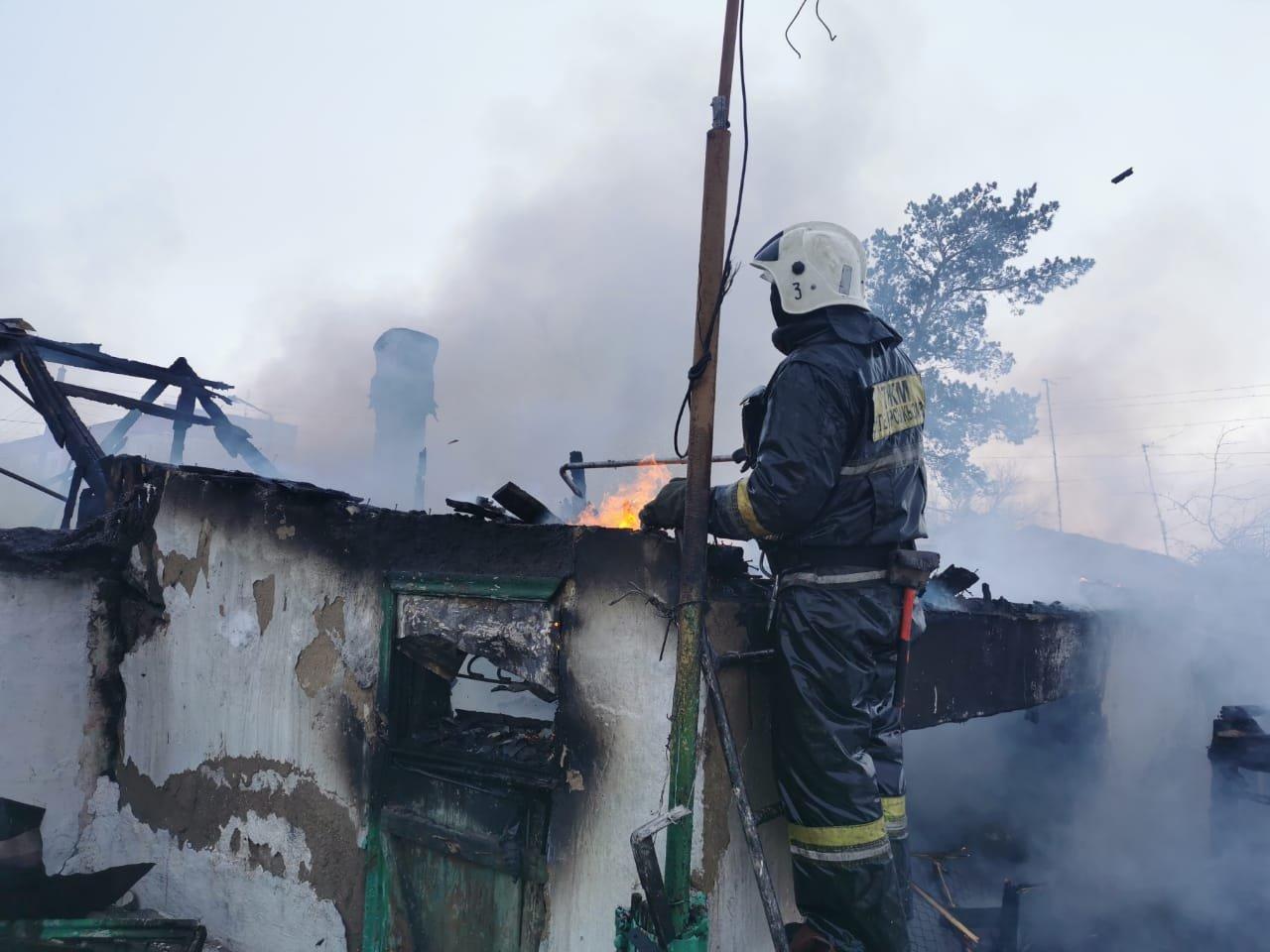 В Шахтинске горел двухквартирный жилой дом, фото-2